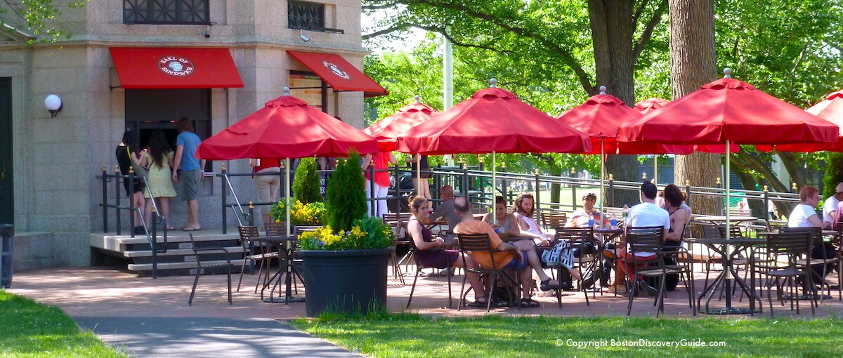 Outdoor dining on Boston Common