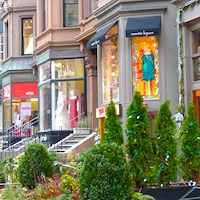 http://www.boston-discovery-guide.com/image-files/200-newbury-street-boutiques.jpg