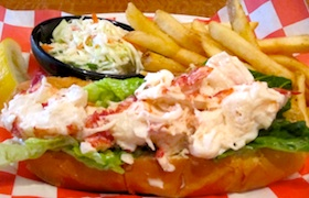 Traditional New England Lobster Roll recipe - easy and delicious!