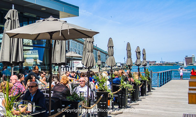 Boston restaurants - Top restaurants in Seaport overlooking the Harbor