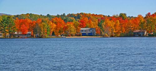 New England fall foliage along coast / Fall Foliage Cruise from Boston page / www.boston-discovery-guide.com