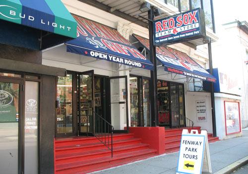 Red Sox Souvenir Shop in Boston, departure point for Fenway Park Tours / Fenway Park Tour - www.boston-discovery-guide.com