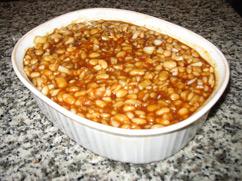 Boston baked bean dish ready to bake / Boston Baked Beans Recipe - www.boston-discovery-guide.com
