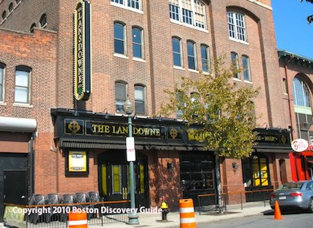 Lansdowne Pub near Fenway - www.boston-discovery-guide.com