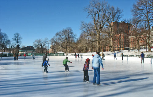 Boston Common - Ice skating on Frog Pond in January/ www.boston-discovery-guide.com