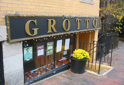 Grotto Restaurant in Boston's Beacon Hill / Boston Italian Restaurants - www.boston-discovery-guide.com