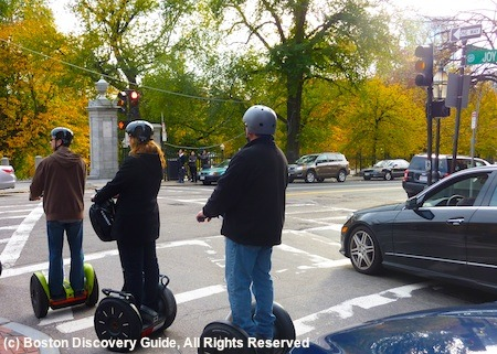 Boston Movie Tours stops by Public Garden crash scene