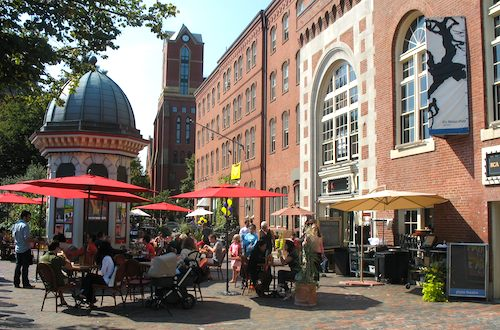 Photo of Boston's South End neighborhood on a sunny May afternoon / Boston Neighborhoods / www.boston-discovery-guide.com