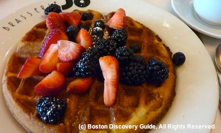 Belgium waffle with fruit at Brasserie Jo restaurant in Boston, Massachusetts / www.boston-discovery-guide.com