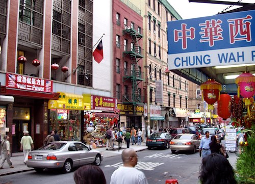 Photo of Mott Street in New York's Chinatown / New York Tourist Attractions -  www.boston-discovery-guide.com