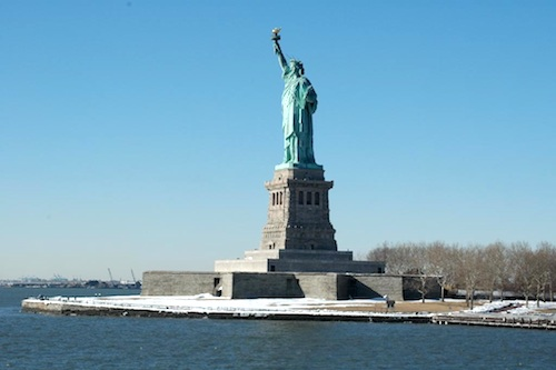 Photo of Statue of Liberty near Staten Island in New York / New York Tourist Attractions -  www.boston-discovery-guide.com