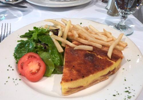 Petit Robert Bistro, popular Boston French restaurant