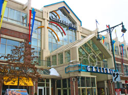 The Galleria is the only mall in the Boston area with direct access by boat. Some more upscale stores are Steve Madden, Banana Republic, coolvloadx4.ga, Guess, Aldo, and H&M. CambridgeSide Galleria's address is CambridgeSide Place.