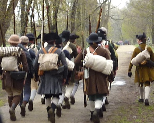 Reenactment of skirmish between Colonists and Redcoats on Patriots Day / www.boston-discovery-guide.com