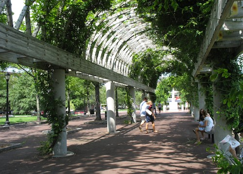 Photo of Christopher Columbus Park, gateway to Boston's North End / Things to Do in Boston in July - www.boston-discovery-guide.com