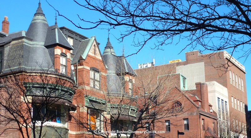 Winter sightseeing tours in Boston - Victorian mansion in Back Bay
