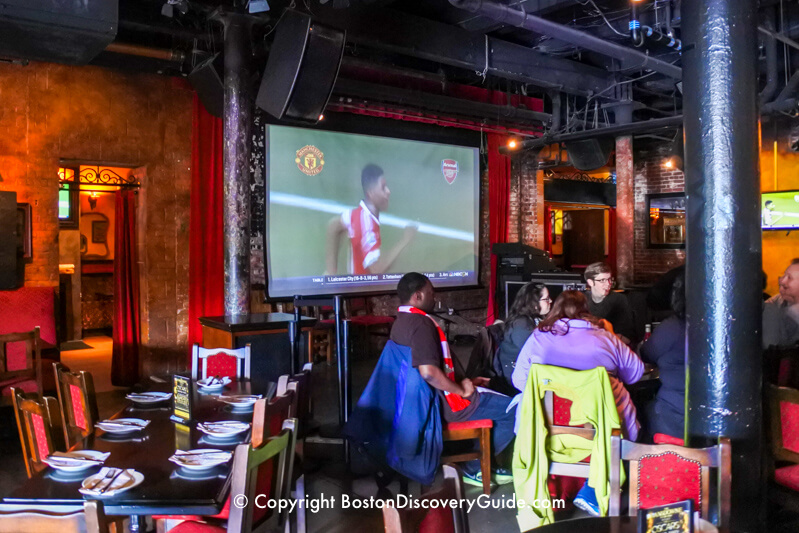 Lansdowne Pub on Sunday morning, with Manchester United playing Arsenal on the big screen