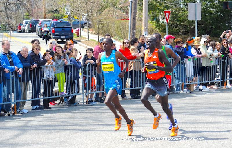 Runners in the Elite Men's division