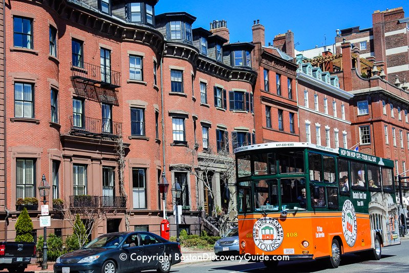 City View Trolley in front of Massachusetts State House