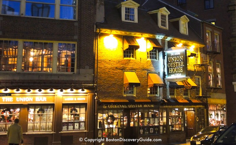 Historic bars and restaurants on Union Street near Faneuil Marketplace inDowntown Boston