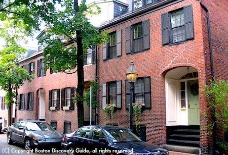 Photo of quiet Bay Village street, near the Park Plaza hotel in Boston Massachusetts  / www.boston-discovery-guide.com