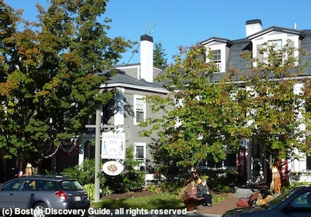 Photo of historic Colonial Inn in Concord, Massachusetts / www.boston-discovery-guide.com