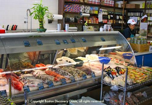 Typical Boston MA fish store / New England Clam Chowder recipe - www.boston-discovery-guide.com