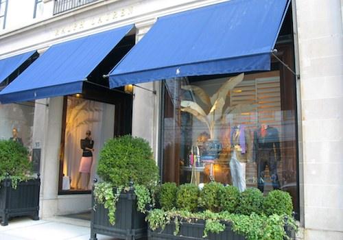 Shopping on Newbury Street in Boston, Massachusetts / www.boston-discovery-guide.com