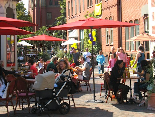 Photo of Outdoor dining in Boston's South End / South End Restaurants - www.boston-discovery-guide.com